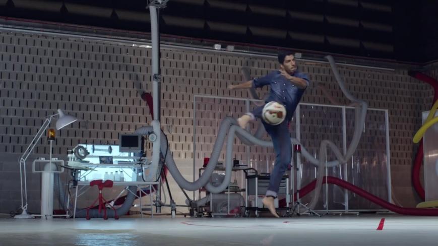 FC Barcelona Luis Suarez beim HYPERFLEX TEST