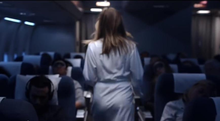 Emirates A380 Werbung 2015 mit Jennifer Aniston Bademantel - auf der Suche nach der Dusche
