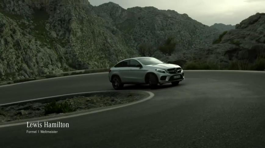 Formel 1 Weltmeister Lewis Hamilton im neuen Mercedes Benz GLE Coupé -